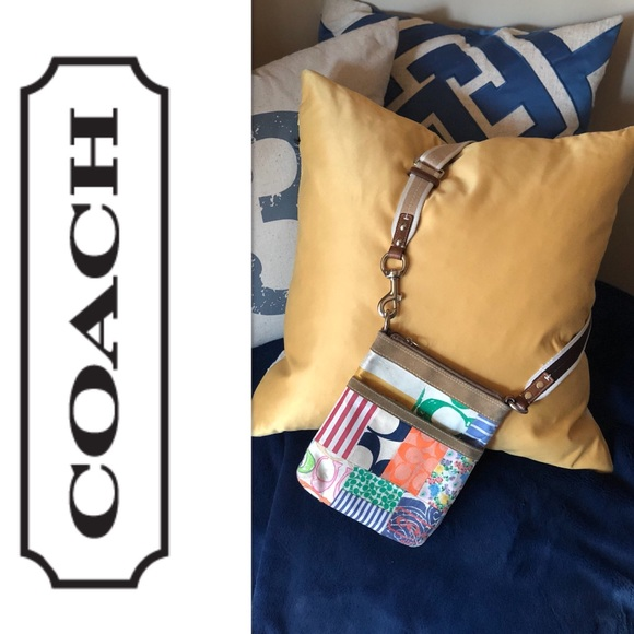 Coach Handbags - AUTHENTIC Coach Hamptons Swingpack/Crossbody
